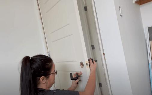 installing door handle