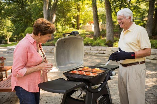 weber bbq couple grilling